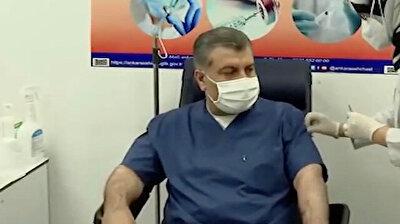 شاهد.. وزير الصحة التركي يتلقى أول جرعة من لقاح