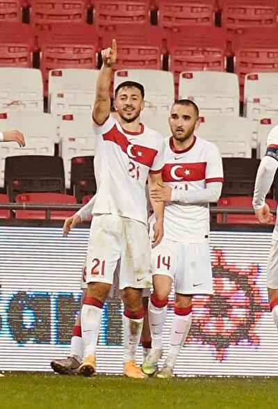 Halil Dervişoğlu, milli takımın alt yaş kategorilerinde forma giydi.
