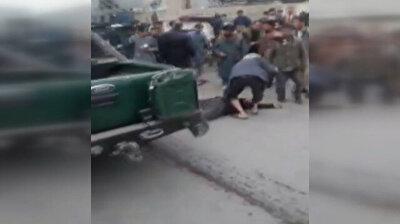 شاهد.. انفجار قنبلة في العاصمة الأفغانية يودي بحياة شخصين