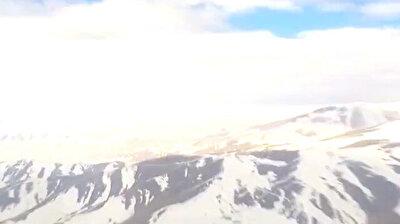 تصوير من داخل قمرة القيادة لمهمة طيران بمروحيات تركية عسكرية