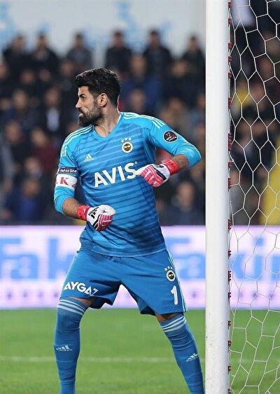 Volkan Demirel, Trabzonspor maçındaki sportmenliğe aykırı hareketi ve açıklamaları, Gökhan Kandemir de rakip takım taraftarlarına yönelik sportmenliğe aykırı hareketi sebebiyle Profesyonel Futbol Disiplin Kurulu'na (PFDK) sevk edilmişti.