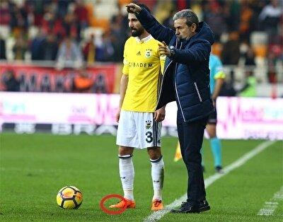 Hasan Ali'nin özel kramponunun Fenerbahçe ile oynadığı bir maçtaki görüntüsü.