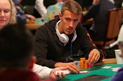 Oyuncunun özel yaşamına dair de bilgiler veren Wagner, 'Kruse aynı zamanda çok iyi poker oyuncusudur. Kesinlikle kumarbaz değildir. Profesyonel poker turnuvalarında çok iyi işler çıkarıyor. Başarılı sonuçlar alıyor. Futbolda olduğu gibi para yönetme işinde de çok zeki. Fenerbahçe iyi bir transfere imza attı' diye konuştu.