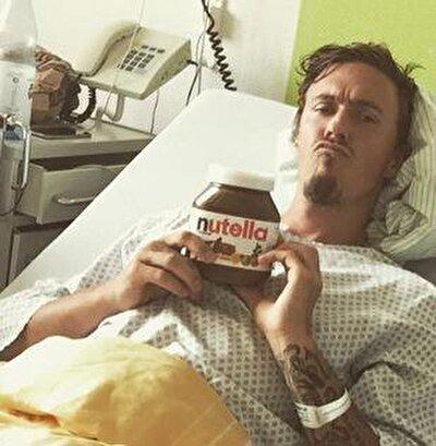 Öte yandan Alman futbolcuyla ilgili basında yer alan haberlerde kahvaltıda çok fazla Nutella tükettiği yer alıyor. Arkadaşlarının kendisine 'Nutella Canavarı' lakabını taktığı belirtiliyor.