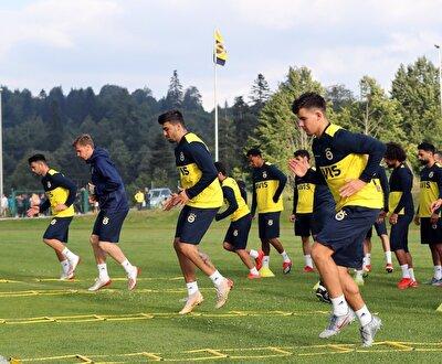 Yeni sezona mutlak şampiyonluk parolasıyla giren Fenerbahçe hazırlıklarını Topuk Yaylası'nda devam ettiriyor.