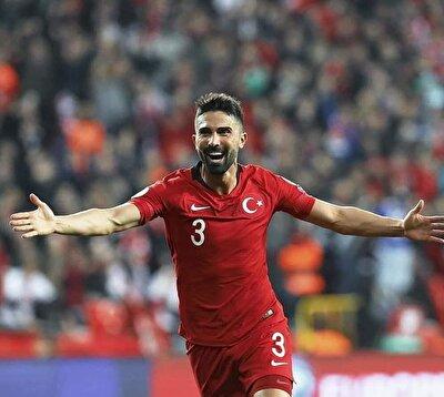 Hasan Ali Kaldırım özellikle Fransa ile oynanan maçta Mbappe'ye geçit vermeyerek mücadelenin yıldızlarından biri olmuştu.