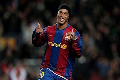 ''Xavi'nin yanına özellikle Barcelona'da oynadığı dönemde attığı çalımlarla akıllarda kalan Ronaldinho'yu yazıyorum''