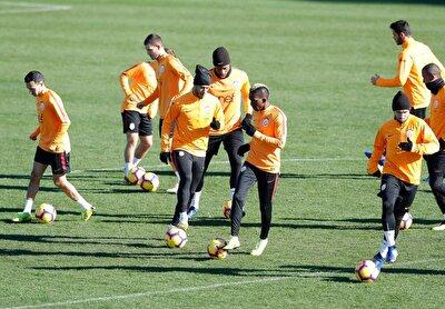 Öte yandan Galatasaraylı futbolcuların testlerinin bugün tamamlanacağı belirtildi.