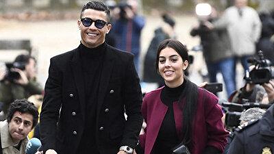7. Koğuştaki Mucize'yi izleyen ve filmden etkilenen isimlere; Brezilyalı futbolcu Neymar ve ünlü DJ Snake'ten sonra Meksikalı oyuncu Thalia , Cristiano Ronaldo ve Georgina Rodriguez de katıldı.