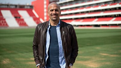 Ülkesine dönmesi halinde Eski kulübü Estudiantes'te oynamak istediğini yineleyen Arjantinli futbolcu, kulüp yöneticisi Sebastian Veron'un kendisine sürekli mesajlar attığını itiraf etti.