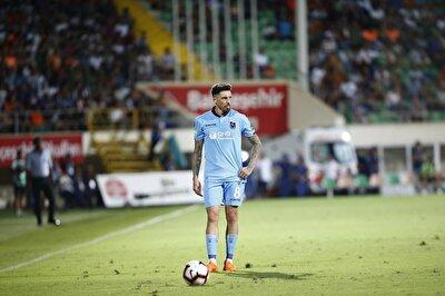 Jose Sosa, Trabzonspor'da sergilediği performansla bordo mavili taraftarların en sevdiği isim haline gelirken sözleşmesinin bitecek olması camiada endişe havası oluşturuyor.