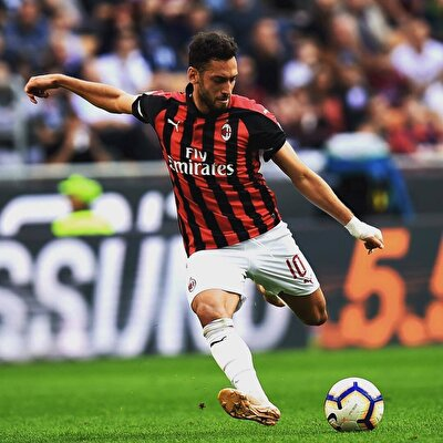 6- Hakan Çalhanoğlu: (Milan): 14.5 milyon euro