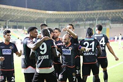 Ziraat Türkiye Kupası yarı final rövanş karşılaşmasında Aytemiz Alanyaspor, 1-0 kazandığı maçın rövanşında Antalyaspor'u kendi evinde 4-0 mağlup ederek finale yükseldi.