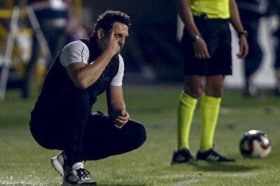 Turuncu-yeşilli ekibin teknik direktörü Erol Bulut da stadyumdaki odasından ekibiyle birlikte galibiyet pozu verdi.