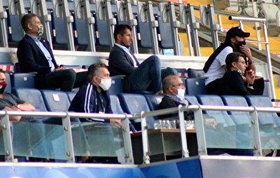 Fenerbahçe'nin 31 yaşındaki oyuncuya 2+1 yıllık sözleşme teklif ettiği ve yıllık 1.2 milyon euro ücret önerdiği öğrenildi. Bu transferde gelecek sezon sportif direktör olması beklenen Emre Belözoğlu önemli rol oynadı. Belözoğlu, Caner'i yeni sezonda kadroda görmek istiyor ve tecrübeli oyuncunun transferiyle sol bekteki sıkıntının giderileceği yönünde yönetime de rapor verdi.