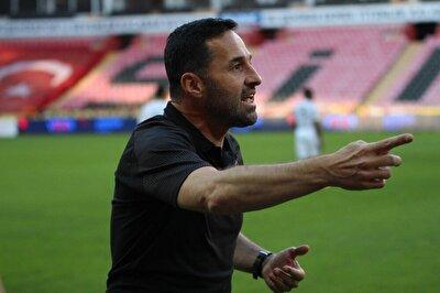 Maçın 86. dakikasında Altay'ın beraberlik golü öncesi iddialara göre, Teknik Direktör Yalçın Koşukavak Eskişehirspor yedek kulübesine yönelik,