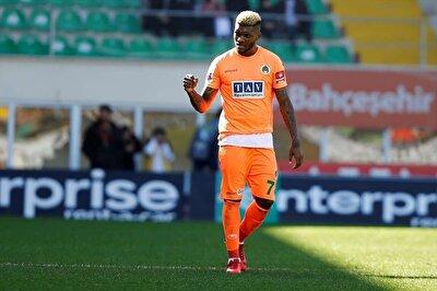 Junior Fernandes, Alanyaspor formasıyla toplamda çıktığı 102 maçta 35 gol atarken, 20 de asist kaydetti.