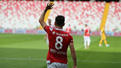 Mert Hakan Yandaş, Sivasspor'da 8 numaralı formayı terletiyordu.