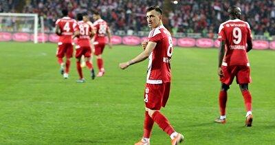 25 yaşındaki futbolcu, bu sezon toplamda çıktığı 33 resmi maçta 10 gol atarken, 4 de asist yapma başarısı gösterdi.