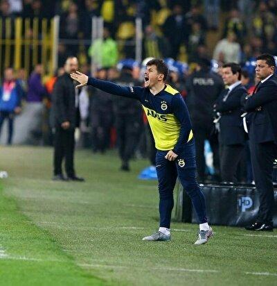 Süper Lig'in sona ermesiyle birlikte Fenerbahçe'de sportif direktörlük görevine başlayacak olan Emre Belözoğlu, transfer hamlelerini üst üste yaparken, telefon trafiğini de sürdürüyor.