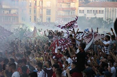 Bordo-beyazlı ekip bu galibiyetle puanını 63'e yükseltti ve liderliği garantileyerek Süper Lig'e yükselmeye hak kazanan ilk takım oldu.