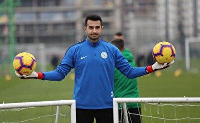 Aslında teknik direktör Sergen Yalçın'ın daha Karius gitmeden yeni sezon için istediği ilk kaleci Çaykur Rizespor'dan Gökhan Akkan'dı. Ancak Karadeniz ekibi, 2022'ye kadar sözleşmesi bulunan 25 yaşındaki kaleci için yüksek bonservis istediğinden, Gökhan'ın transferi askıya alınmak zorunda kaldı.