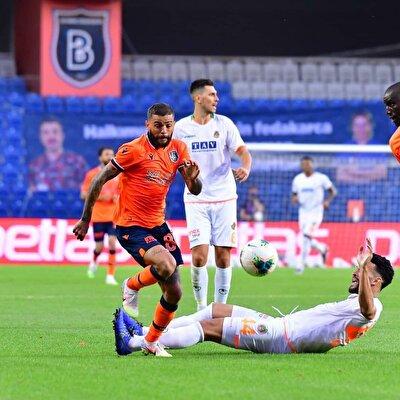 Junior Caiçara (Başakşehir): 32 maç; 5 asist