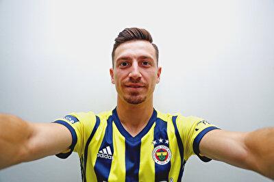 Fenerbahçe, Demir Grup Sivasspor ile sözleşmesi sona eren Mert Hakan Yandaş'ı renklerine bağladı.