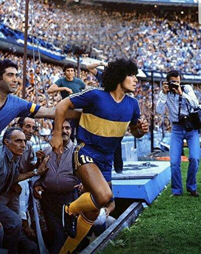 Çoğu futbol otoritesinin, Brezilyalı Pele ile