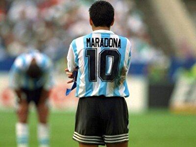 Arjantin'in 1990 Dünya Kupası'nda finale yükselmesinde büyük pay sahibi Maradona'nın uyuşturucu sorunu, 1991'de kamuoyuna yansıdı. Aynı yıl uyuşturucu kullanmaktan 15 ay ceza alan ünlü futbolcu, yasaklı madde kullandığı gerekçesiyle 1994 Dünya Kupası'ndan ihraç edildi. Bu bağımlılığı yüzünden 2004 ve 2007'de ciddi sağlık sorunları yaşayan Maradona'nın Napoli forması giydiği 1984-1991 yıllarından kalma 37 milyon avrodan fazla vergi borcu, İtalyan yetkililerle sürekli sorun yaşamasına neden oldu.