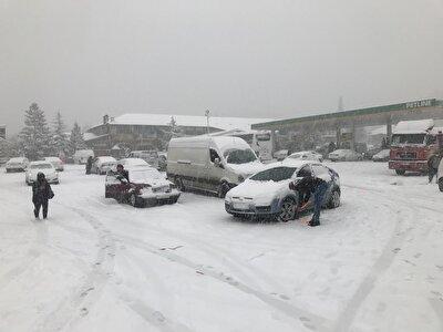Kar yağışının Akseki'nin Yarpuz Mahallesinden itibaren etkili olduğu ve Konya'nın Seydişehir ilçesine kadar devam ettiği bildirildi.