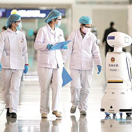 Robotlarkimlik soruyor