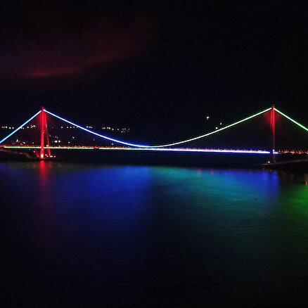 Köprüler gardaş için aydınlandı