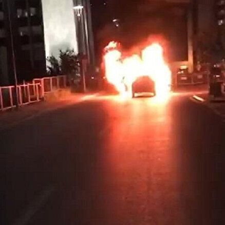 Konsolosluk önünde aracını yaktı