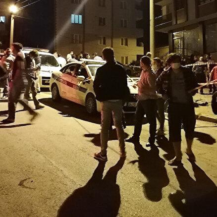 Deprem zannedipkendilerini sokağa attılar