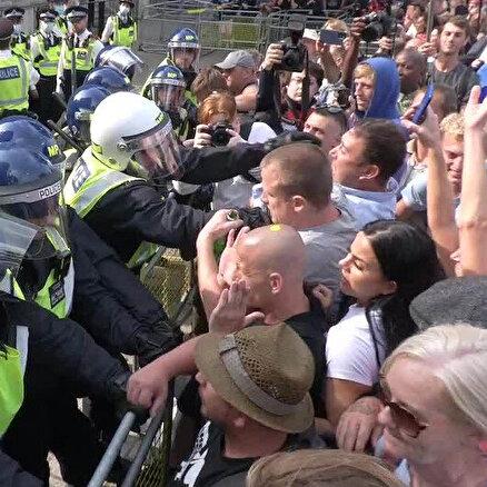 Başbakanlık Ofisine saldırdılar