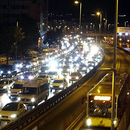Belediye trafiği kilitledi