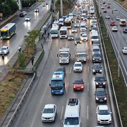 Yağmur trafiği durdurdu