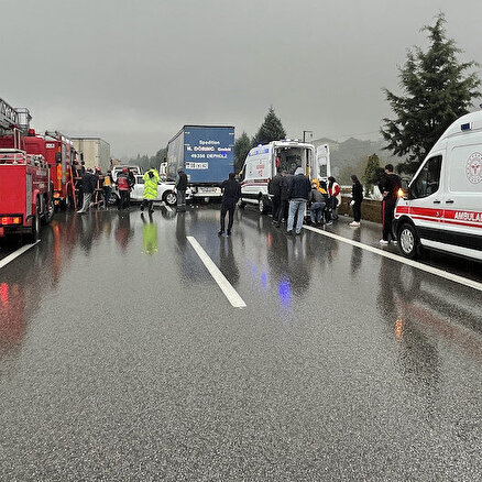 Anadolu Otoyolunda zincirleme kaza: 15 araç birbirine girdi