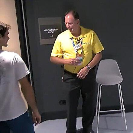 Akreditasyon kartı olmayan Federeri görevli içeri almadı