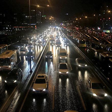 İstanbulda trafik yoğunluğu yüzde 80e ulaştı