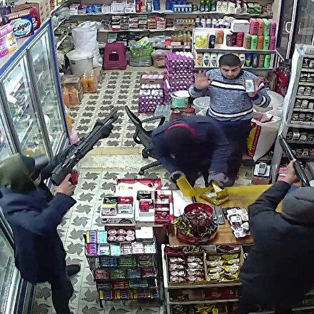 Pompalı tüfekli soyguncuların gasp anı güvenlik kamerasında