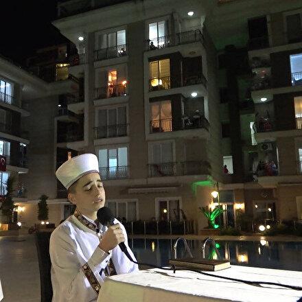 Beylikdüzünde bir sitede ramazan etkinliği düzenlendi: Site sakinleri pencerelerden ilgiyle izledi