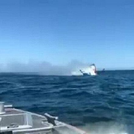 ABDde yanan küçük tekne battı