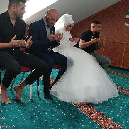 İslamı seçen Avusturyalı dövüşçü Ottun nişanlısı da Müslüman oldu