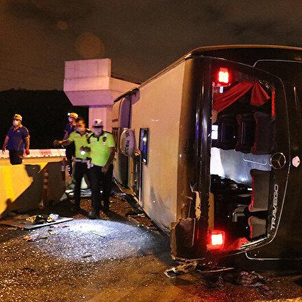 Bursada yolcu otobüsü devrildi: 1 kişi hayatını kaybetti, 10 kişi yaralandı