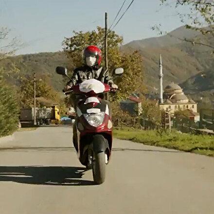 Emine Erdoğan paylaştı: Fedakar öğretmen motosikletini EBA destek aracı yaptı