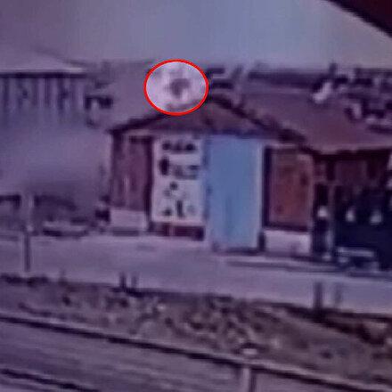 Takla atan araçtan savrulan sürücü evin çatısına düştü: O anlar güvenlik kamerasına yansıdı