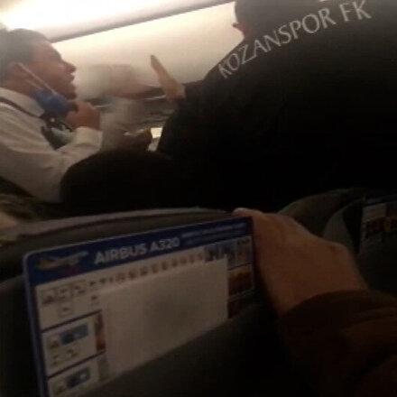 Gökyüzünde arbede: Alkollü yolcuyla deplasmandan dönen futbolcular birbirine girdi