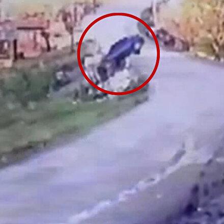 Kontrolden çıkan otomobilin bahçeye uçtuğu anlar kamerada